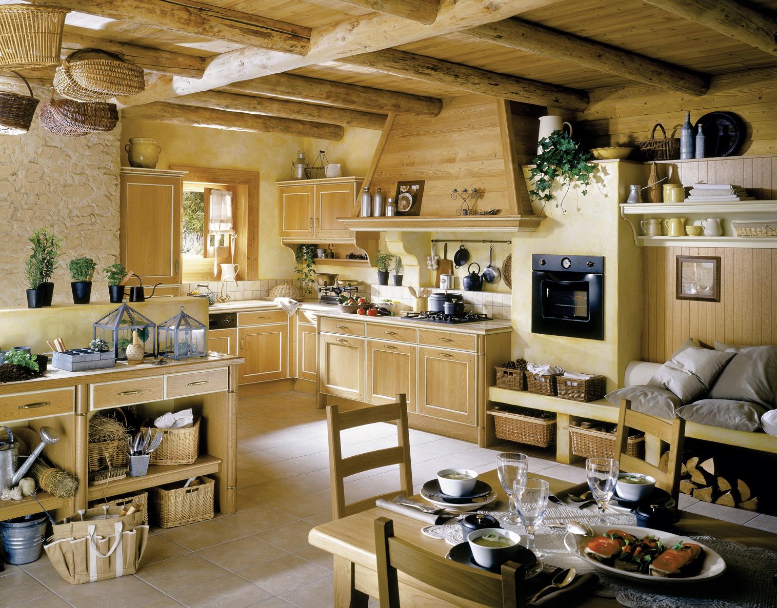 интерьер кухни-гостиной в деревянном доме