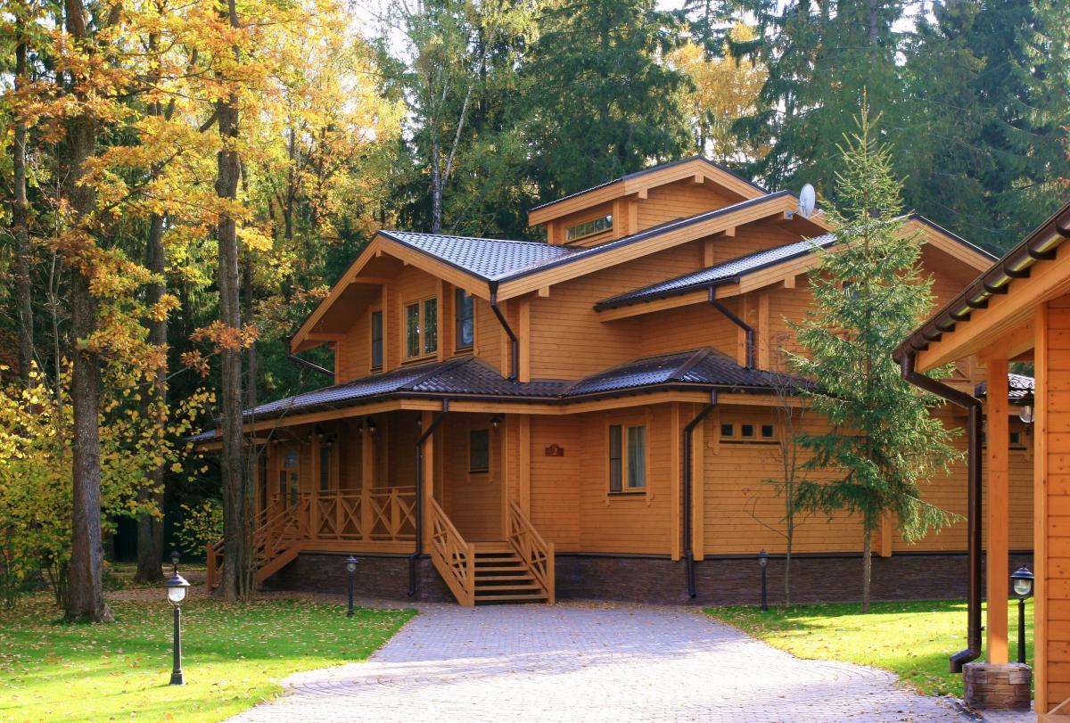 красивый домик с лестницей