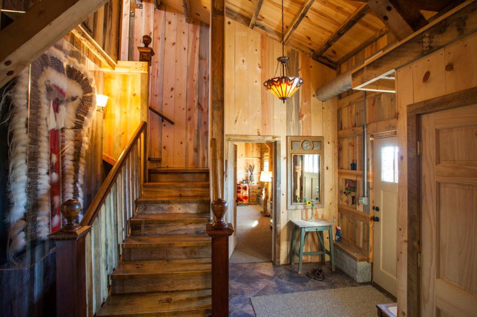 лестница в деревянной избе