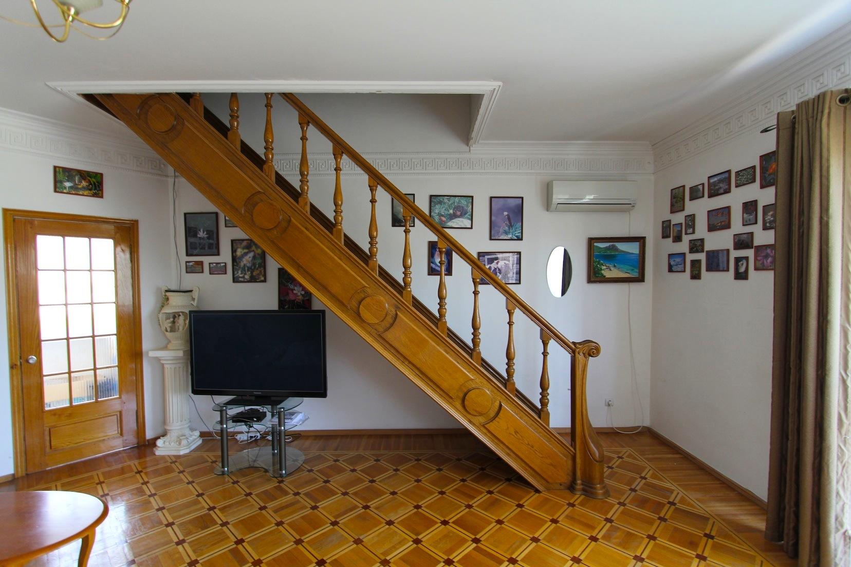 лестница в мансарду с первого этажа