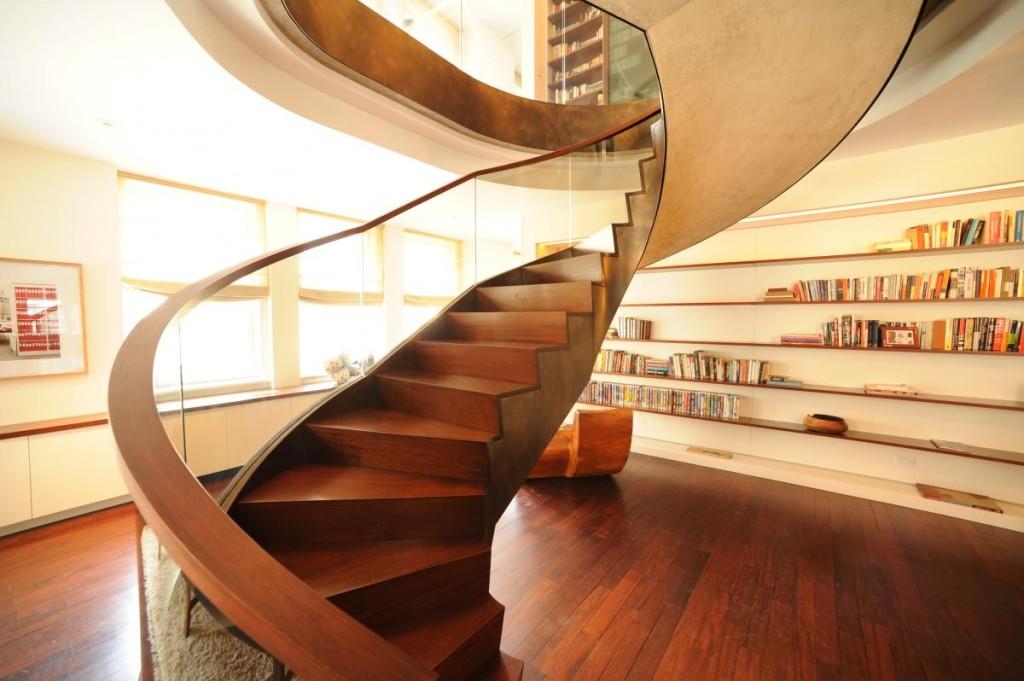 мансардная лестница оригинальной формы