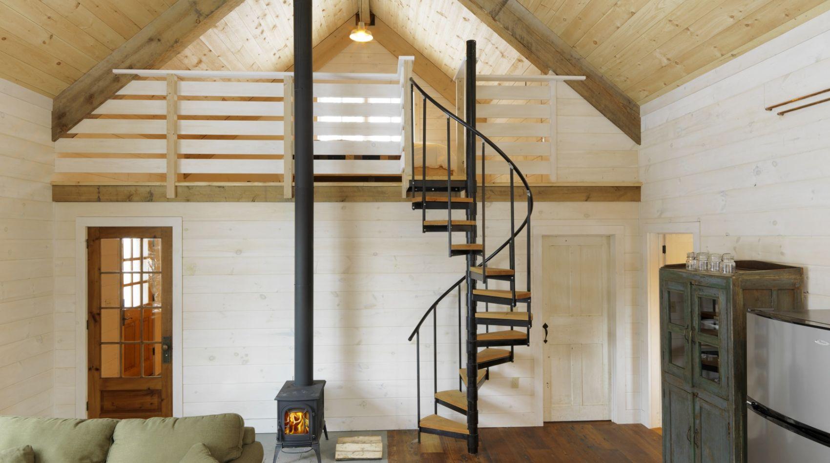небольшая лестница на мансарду