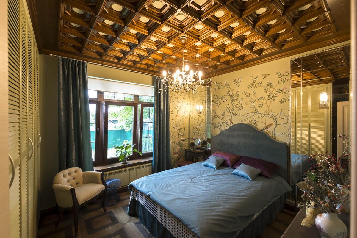 стильная спальня в деревянном доме