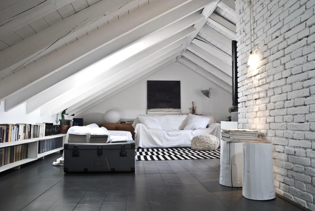 стильная спальня в мансарде