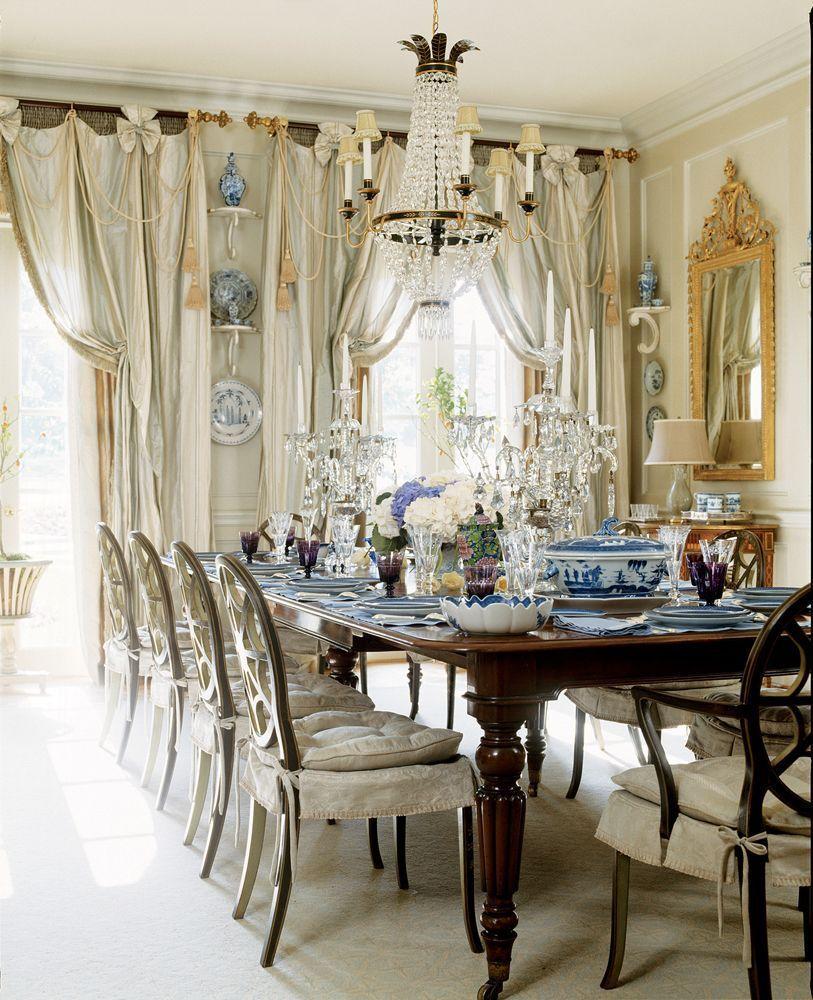 столовая классического дома