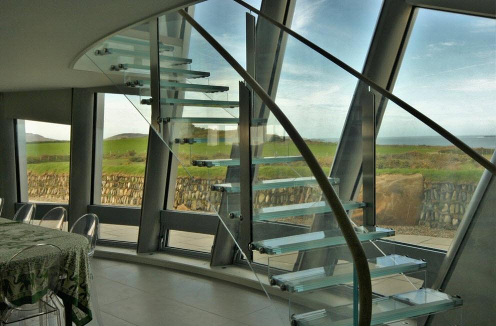 шикарная стеклянная лестница