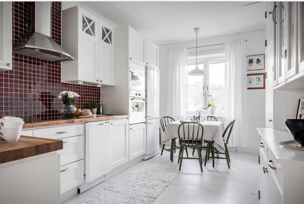 Белоснежные кухонные шторы