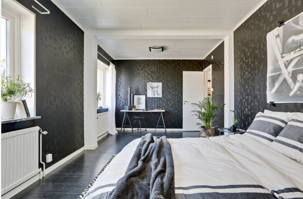 Спальня с темными обоями