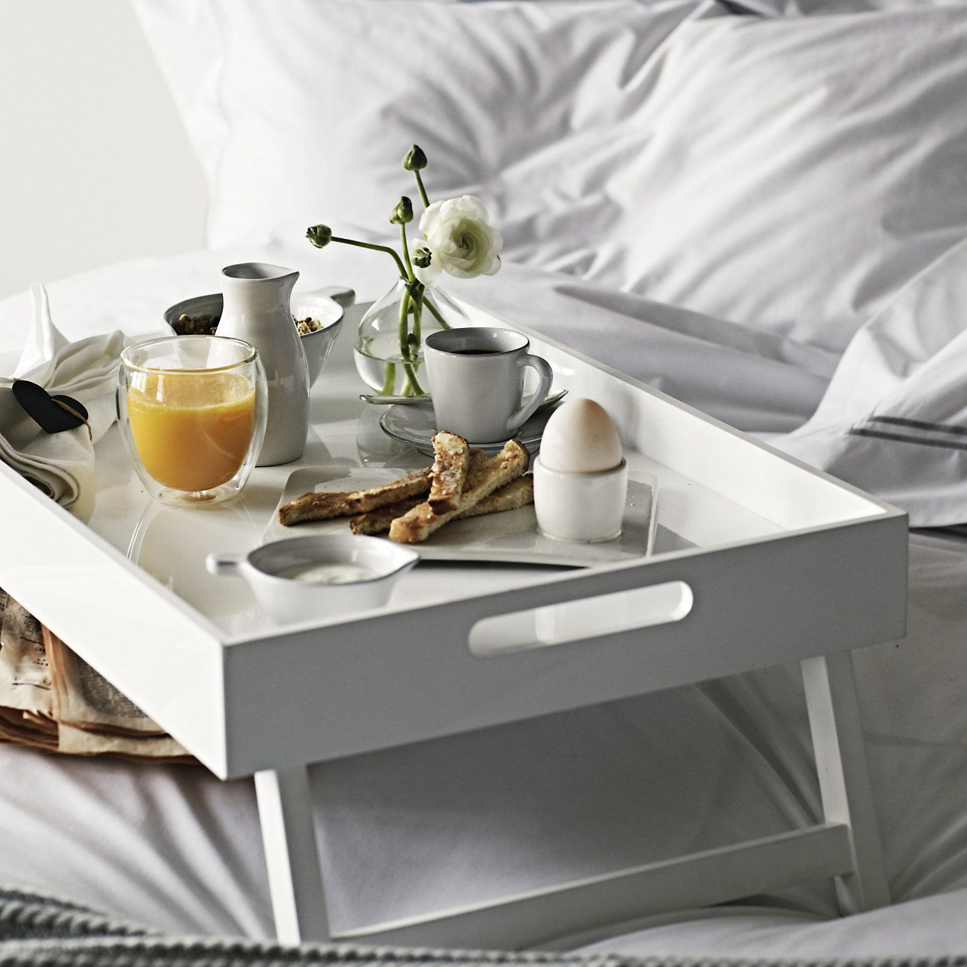 romantic-bedside-tray