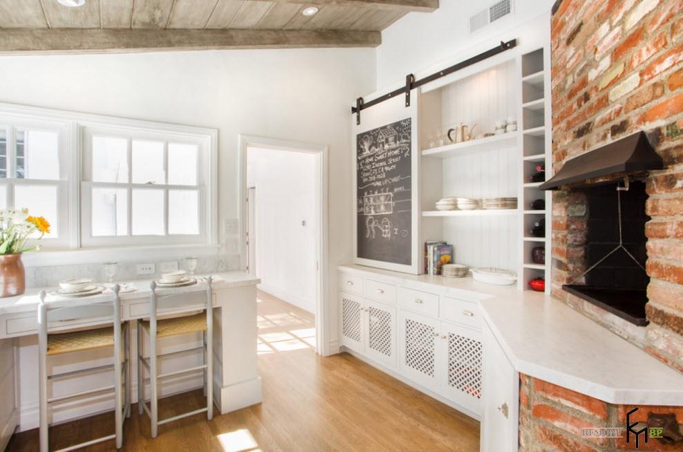 Грифельная доска на кухонном шкафу