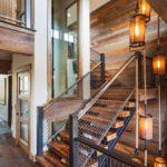 Лестница на второй этаж в деревянном доме: стильные идеи оформления