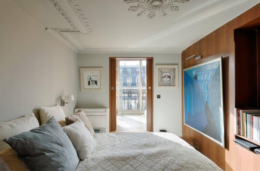 В небольшой спальне