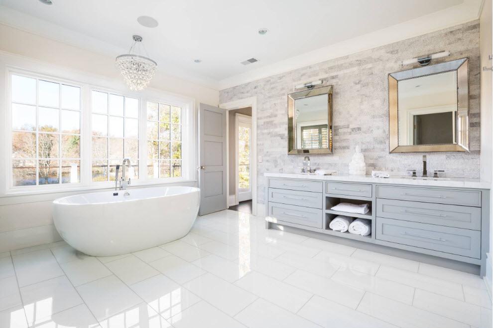 Светлая и просторная ванная