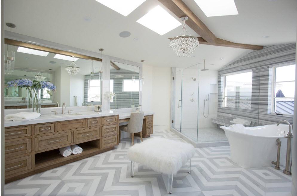 Ванная с окнами на потолке
