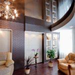 Зеркальные потолки: разновидности, преимущества, примеры использования в интерьерном дизайне
