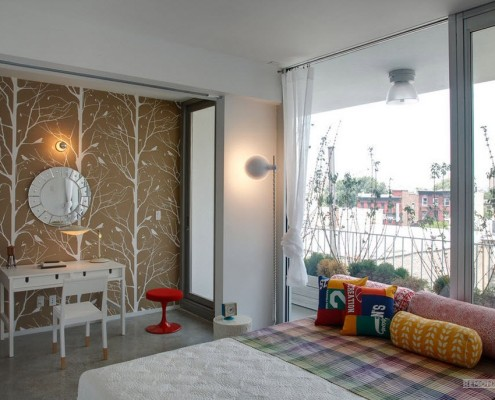 Растительный узор на стене спальни