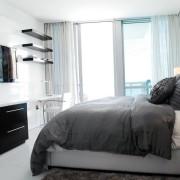 Небольшой коврик в спальне