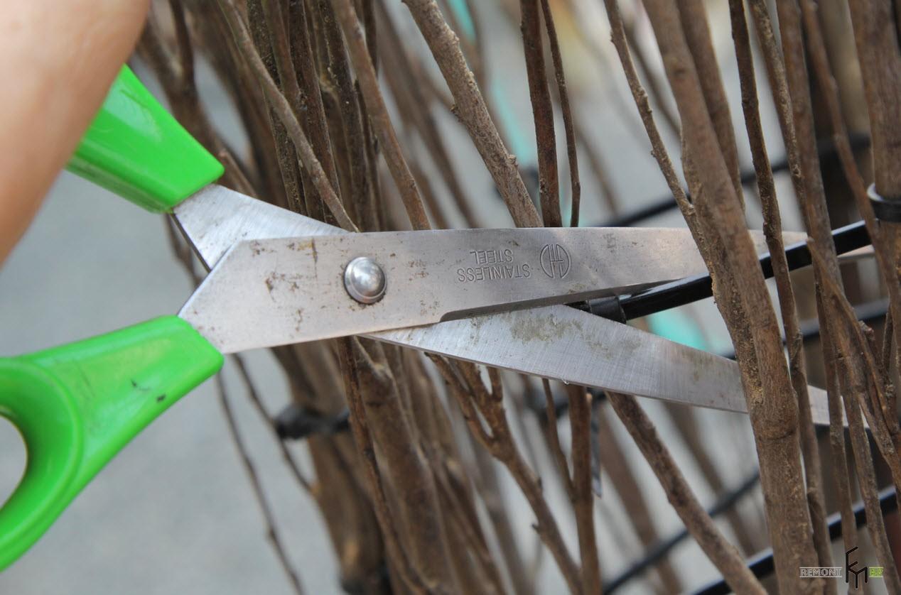 Провод обрезать ножницами