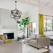 Жёлтые шторы в светлом интерьере