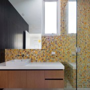 Разноцветные кусочки мозаики
