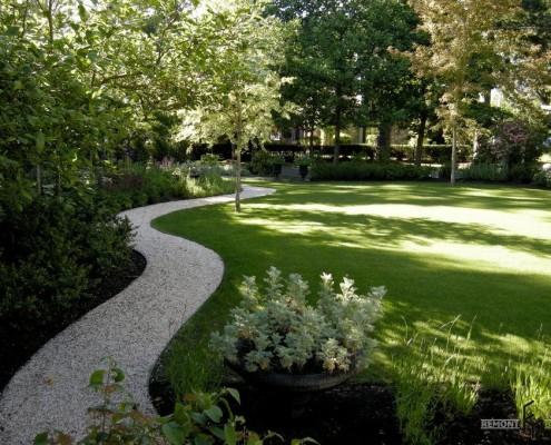 Садовая дорожка из мульчи