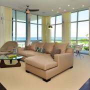 Жёлтые шторы в гостиной хайтек
