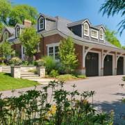 Большой дом с гаражом