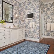 сочетание оттенков стен и половика в ванной