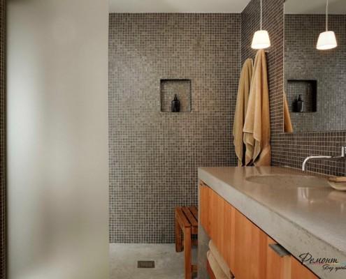 Серая мозайка в ванной.