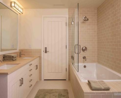 Кремовые оттенки в ванной