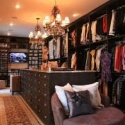 Большая гардеробная с системами хранения