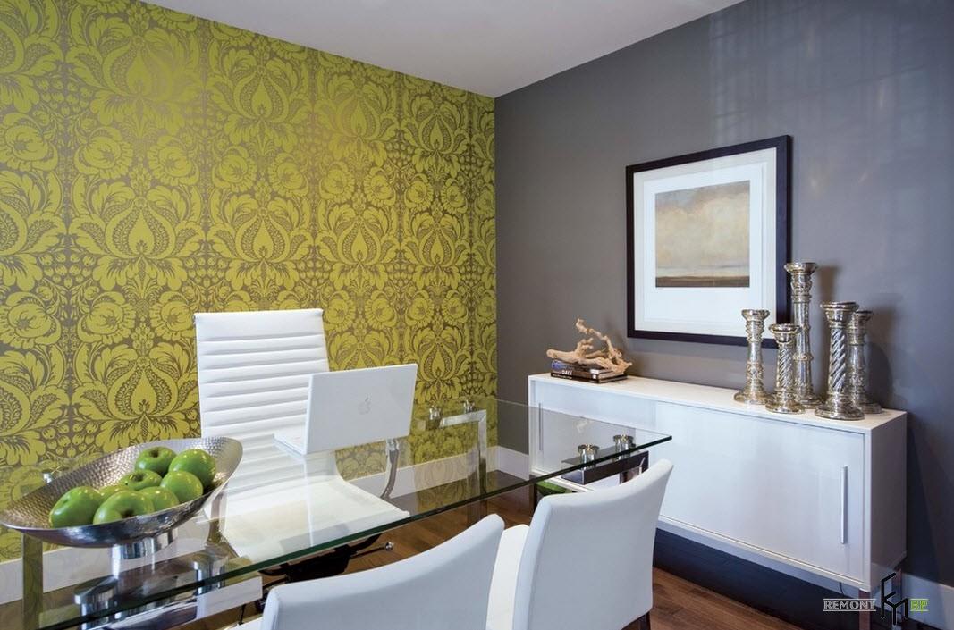 Желтая стена с орнаментом