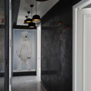 Белый медведь на стене