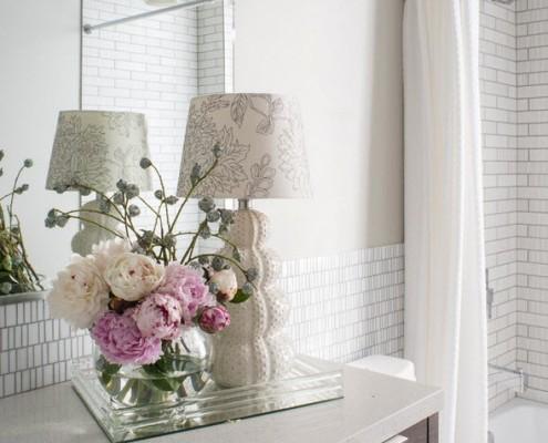 Букет цветов ванной комнате