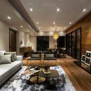 Имитация дерева на полу и стенах комнаты