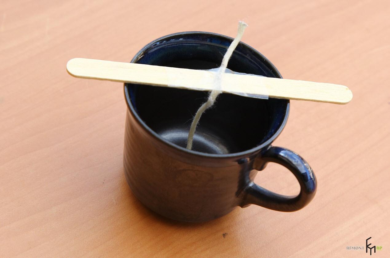 Деревянная палочка с фитилем не чашке