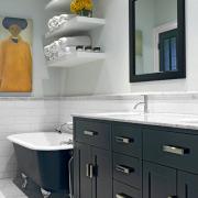 Контрастный дизайн ванной комнаты