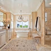 Ванна в классическом стиле с ковриком