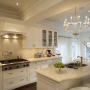 Зонирование с помощью света на кухне