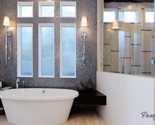 Два настенных светильника в ванной