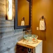 Кран в ванной в стиле кантри
