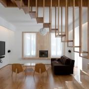 Изящные перила деревянной лестницы
