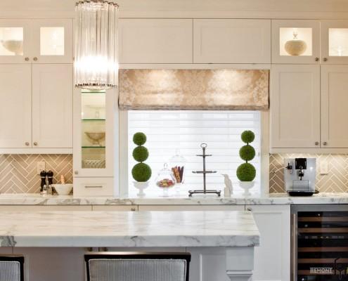 Светлый кухонный интерьер