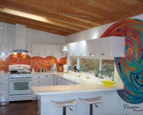 Пестрая мозаика на кухне