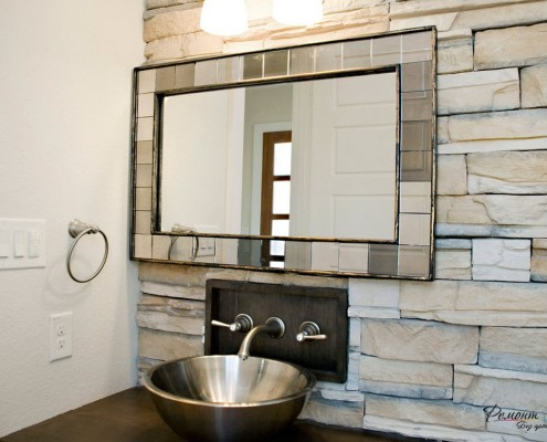 Зеркало, встроеное в стену