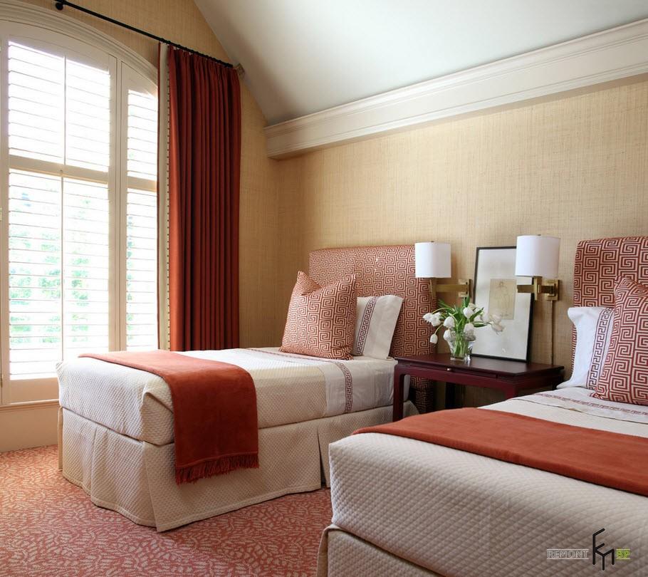 Терракотовые шторы и покрывала в спальне
