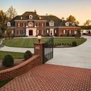 Классический кирпичный дом