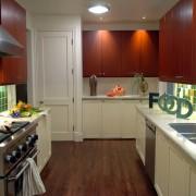 Контрастные шкафы на кухне