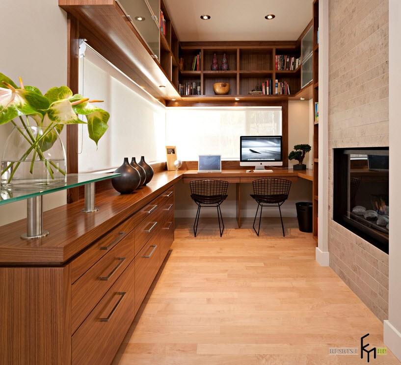 Вытянутый кабинет с угловым окном