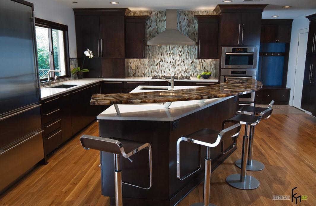 Двухуровневая барная стойка на кухне